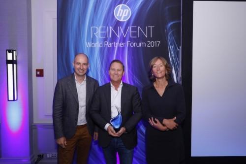 Van links naar rechts: Edwin Rubens, HP Channel Sales Manager; Wilco van Bezooijen, Algemeen Directeur van Veenman en Hanneke Mulder, Marketing Manager van Veenman.