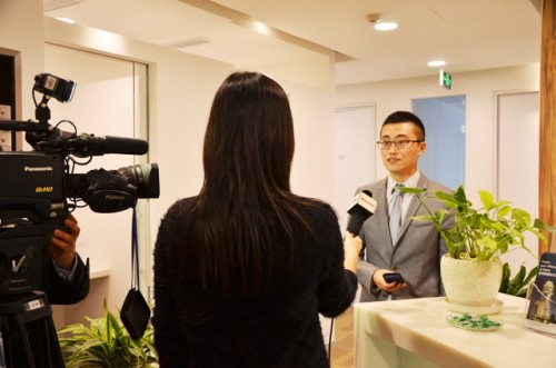 雷格斯中国区区域总监王政(Scott Wang)接受青岛电视台的采访