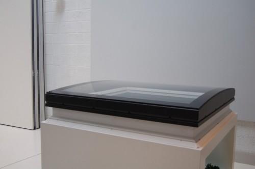 la nouvelle fen tre pour toit plat de velux est arriv e en belgique. Black Bedroom Furniture Sets. Home Design Ideas