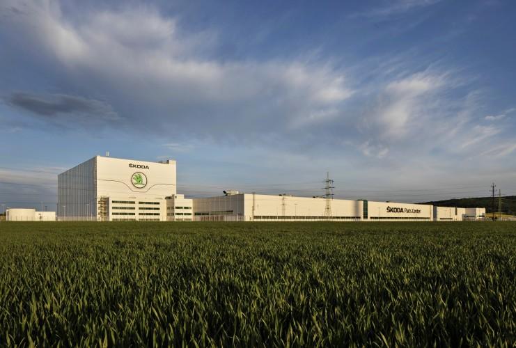 15 voetbalvelden groot: kijkje in ŠKODA's onderdelenmagazijn