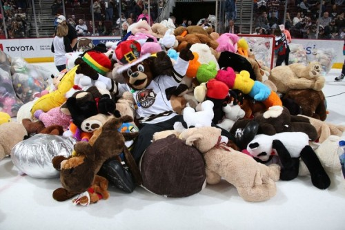 Hershey Bears Record-Breaking Teddy Bear Toss on ESPN E60