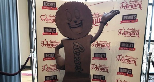 3rd annual chocolate sculpture unveiled at Hershey's Chocolate World