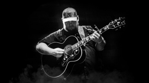 Luke Combs to Come to Giant Center in Hershey