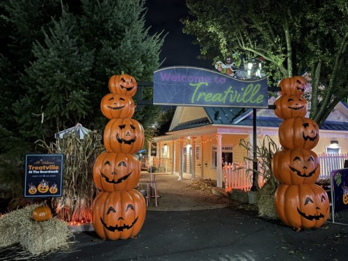 Trick Or Treat During Hersheypark In The Dark