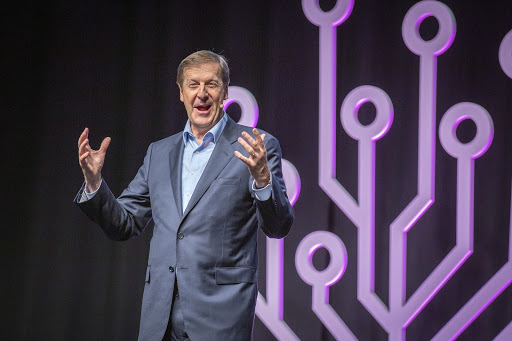 FamilySearch CEO Steve Rockwood welcomes attendees at RootsTech London 2019.