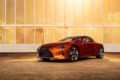 BLAZING CARNELIAN A NEW COLOUR DEBUT FOR THE 2021 LEXUS LC COUPE