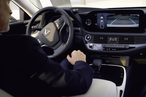 LEXUS TECHNOLOGIES FOR SAFER EASIER DRIVING IN THE NEW LS