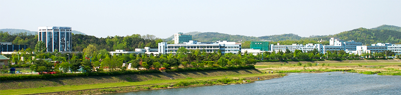 KAIST across Gapcheon in Daejeon, South Korea. Image credit: Yoo Chung / CC BY-SA (https://creativecommons.org/licenses/by-sa/3.0)
