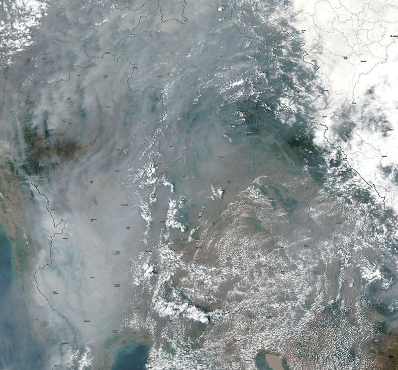 SNPP-VIIRS takes the true-color image on April 4th, 2020, over the Thailand area. The hazy gray area in western and northern Thailand is smoke in the atmosphere from open biomass burning.