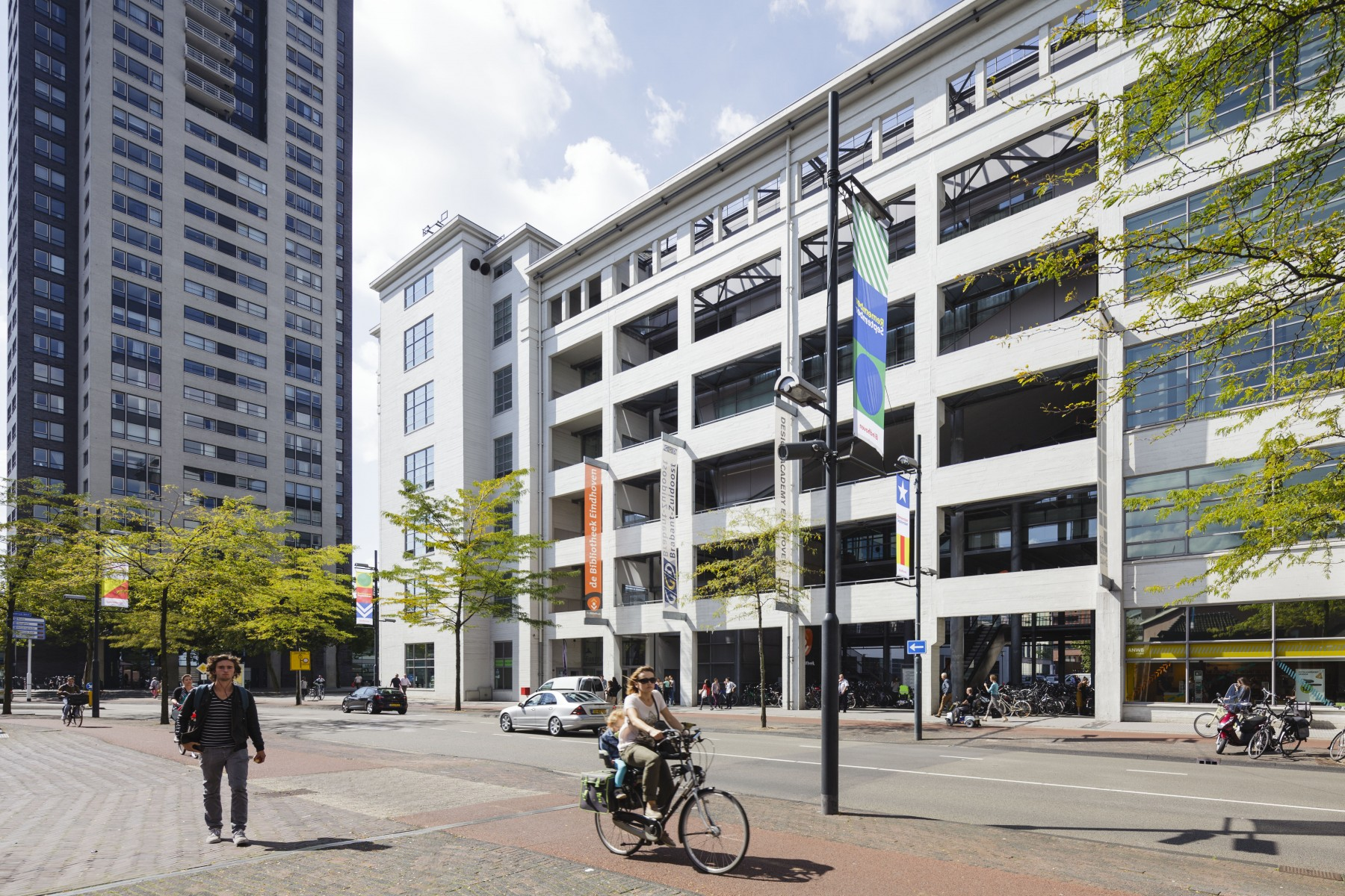 De Witte Dame in Eindhoven waar HRM & Toegepaste Psychologie is gevestigd.