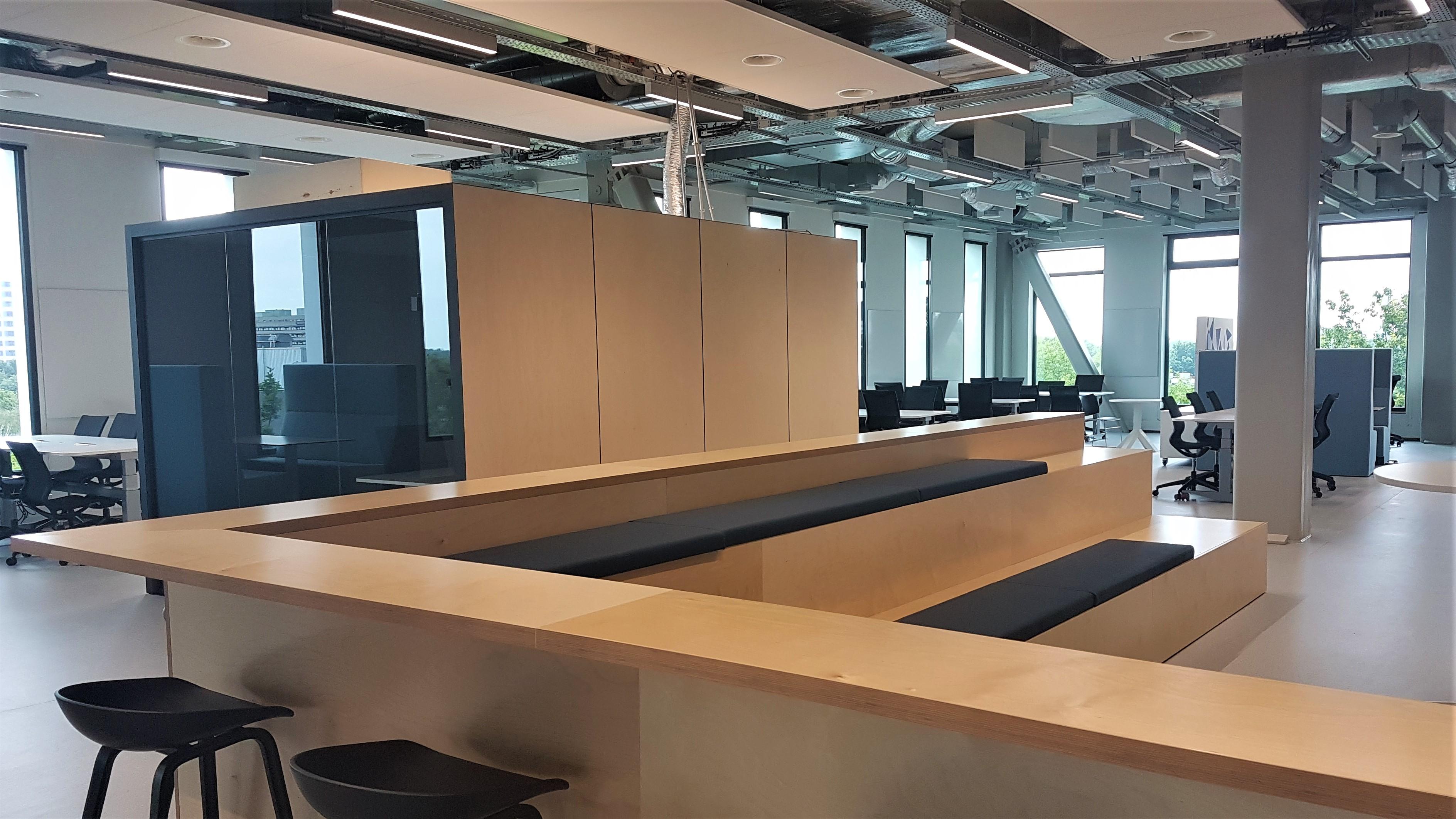 Het grote Open ICT Lab (OIL) op de vierde etage.