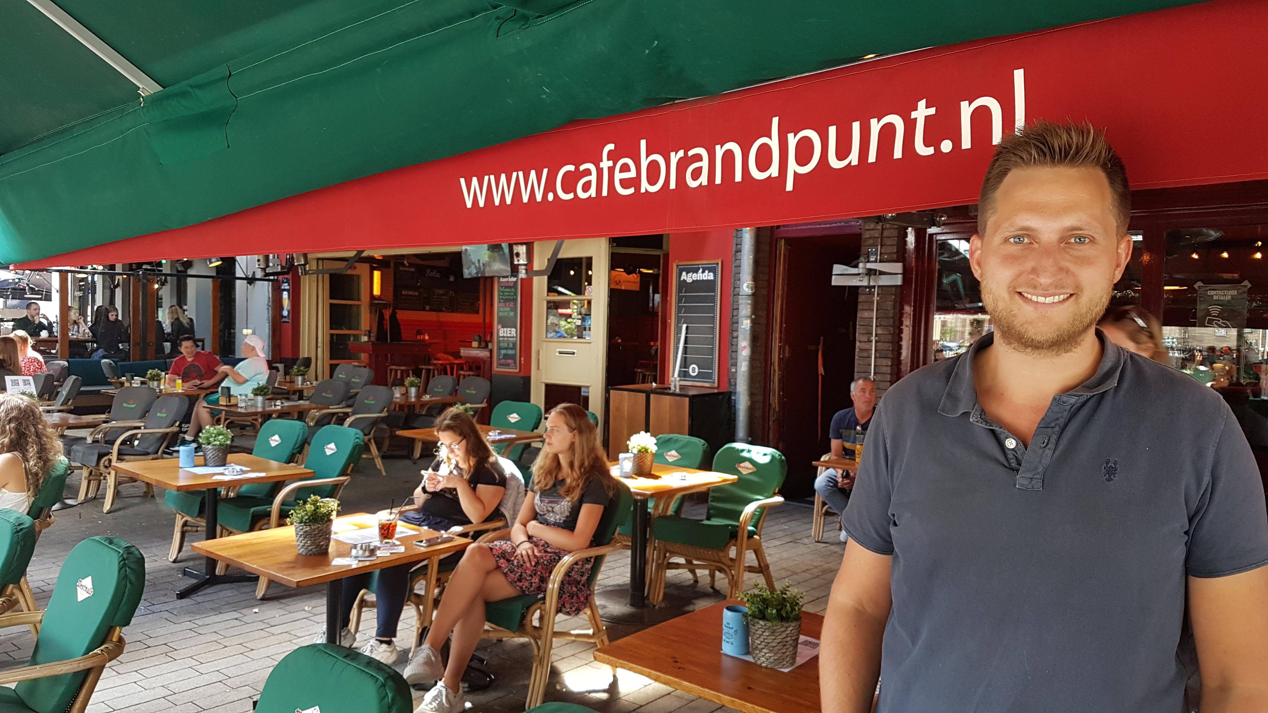 Melvin Rijkenbarg, bedrijfsleider van de cafés Brandpunt en Bolle in Tilburg.