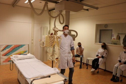 Praktijklessen kunnen nog steeds worden gegeven, zoals hij bij Fontys Paramedische Hogeschool.