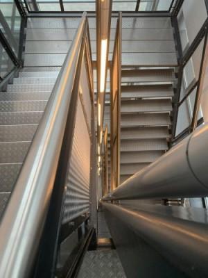 Een trappenhuis in het Nexis-gebouw, het onderkomen van Engineering. Voor Kim voor nu nog buiten bereik.