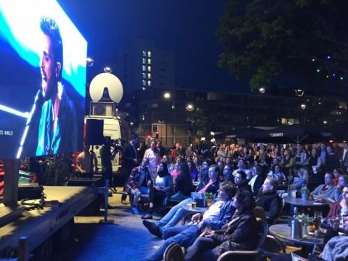 De menigte op het Piusplein in Tilburg tijdens het optreden van Duncan.