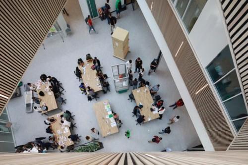 Studenten aan het werk in het Nexus-gebouw