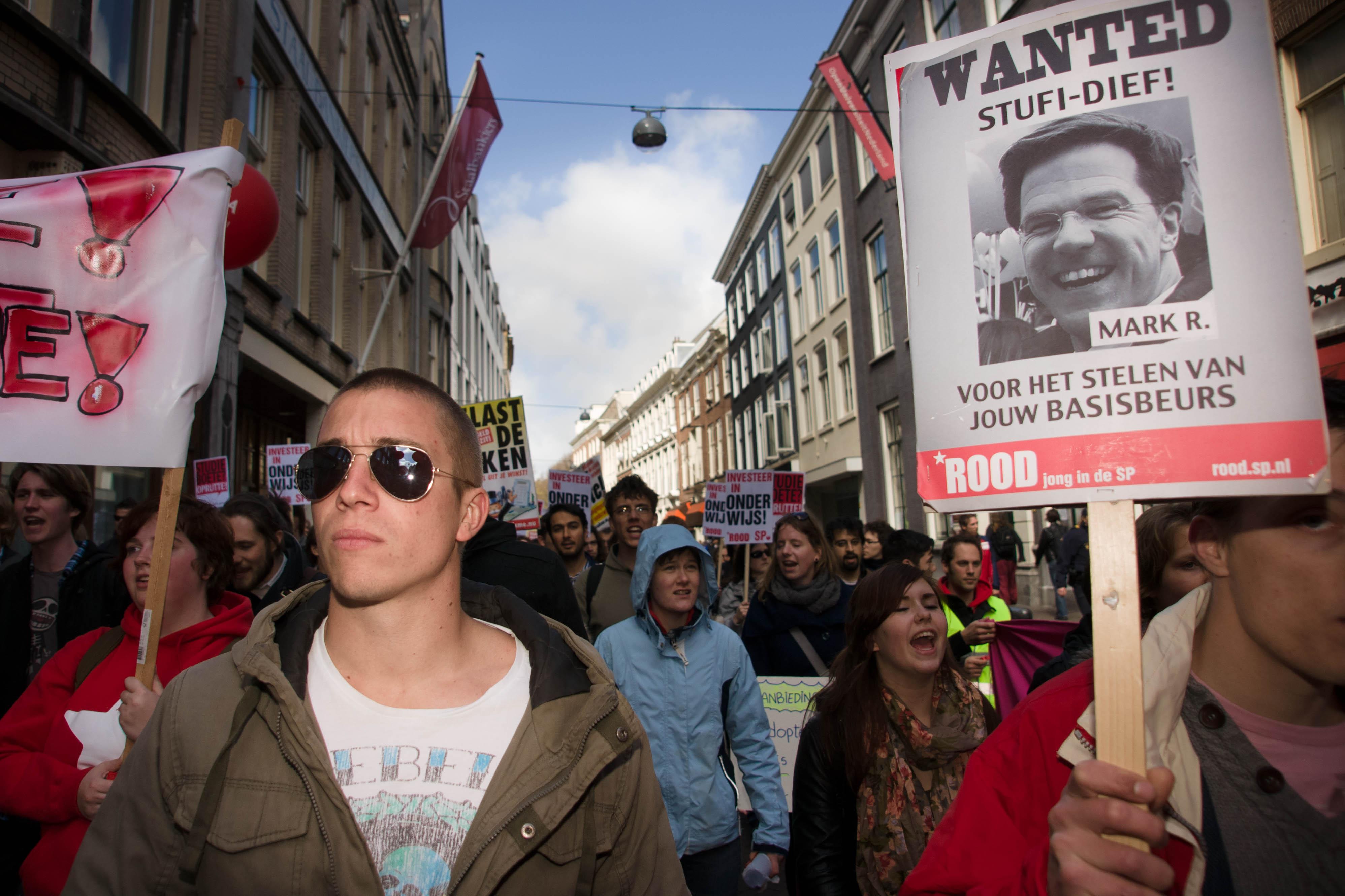 Protest destijds tegen afschaffing basisbeurs.