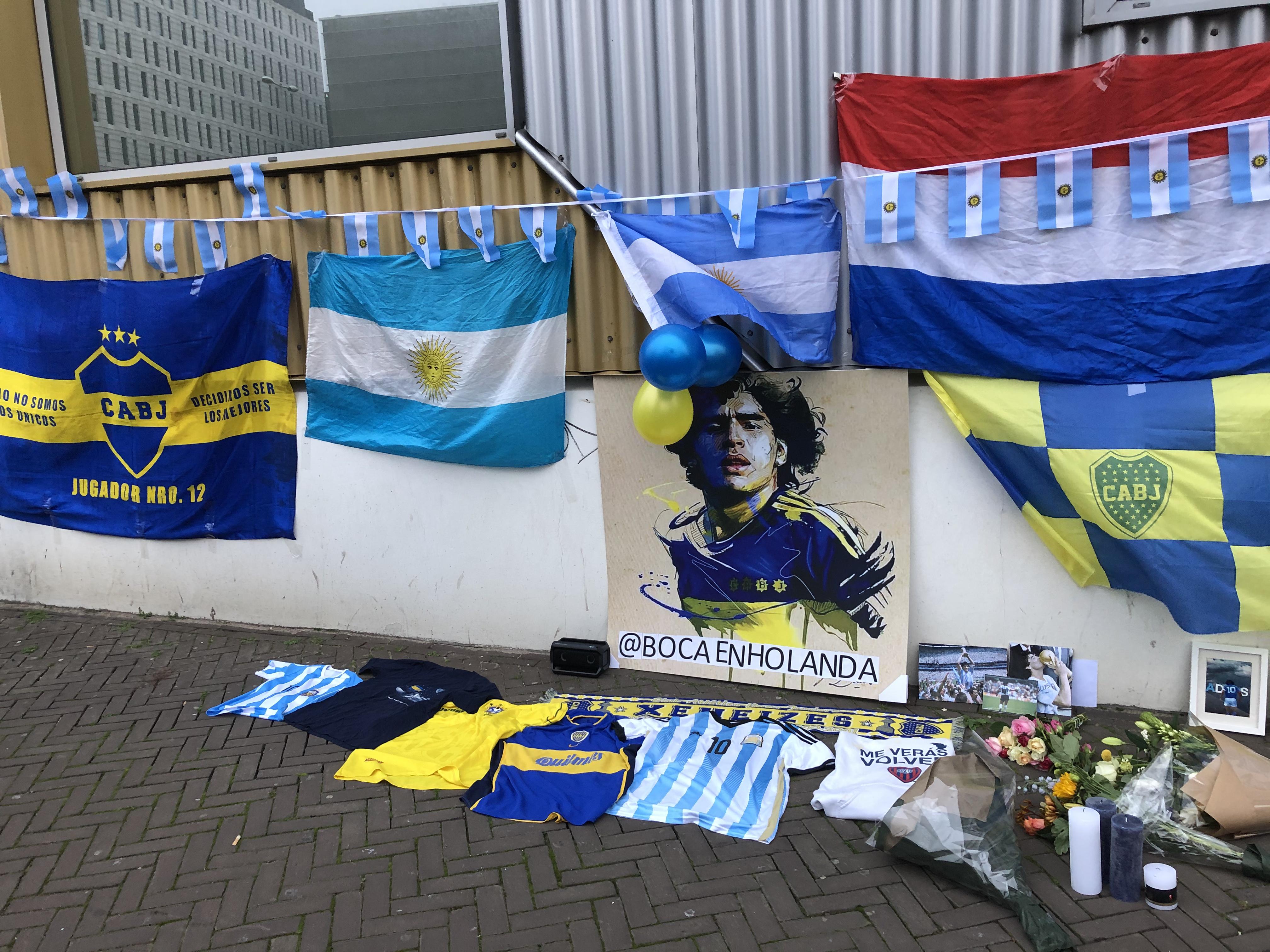 Het eerbetoon aan Maradona bij de Johan Cruijff Arena.