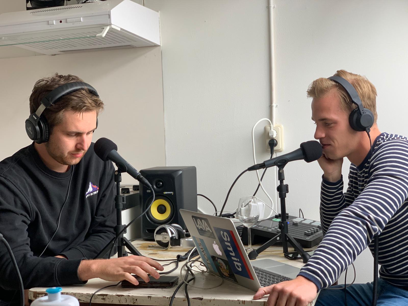 Sjoerd (l) en Erik tijdens de opnames.