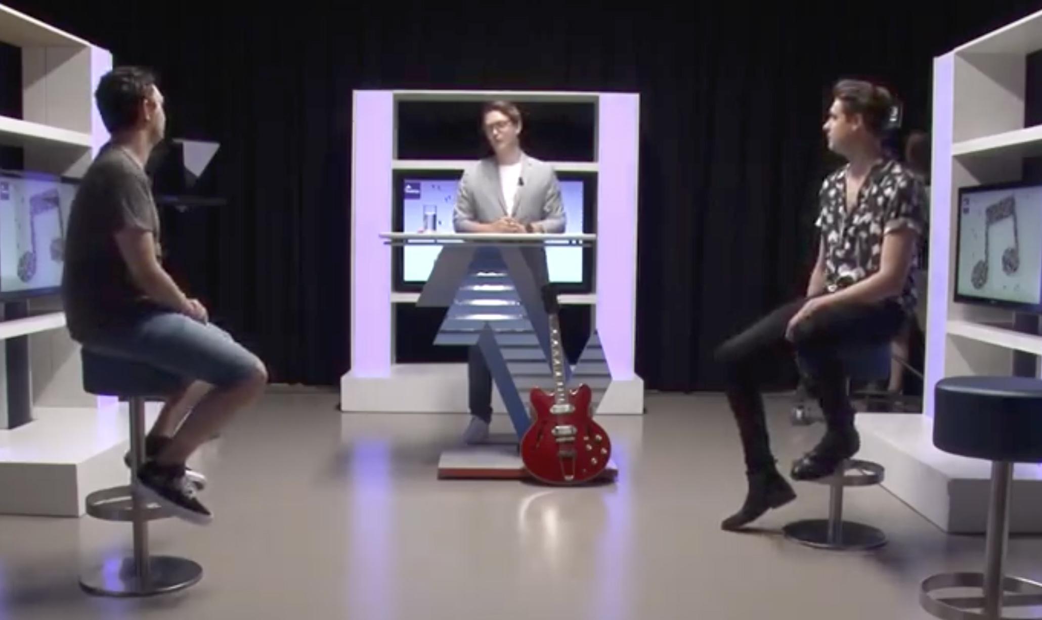 De video werd gelanceerd vanuit de FHJ-studio, met presentator Julian Klop (midden).