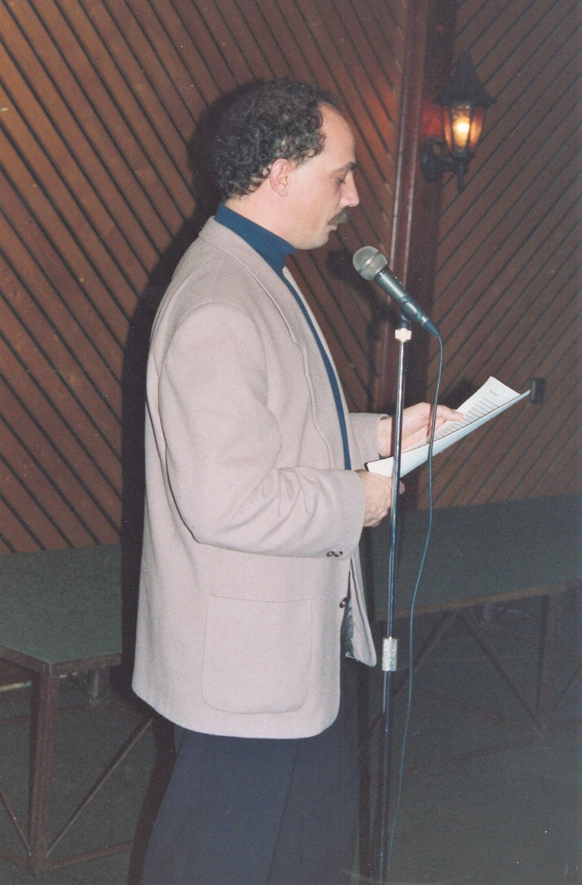 Kaashoek bij een diploma-uitreiking van de Academie voor de Journalistiek in 1992.