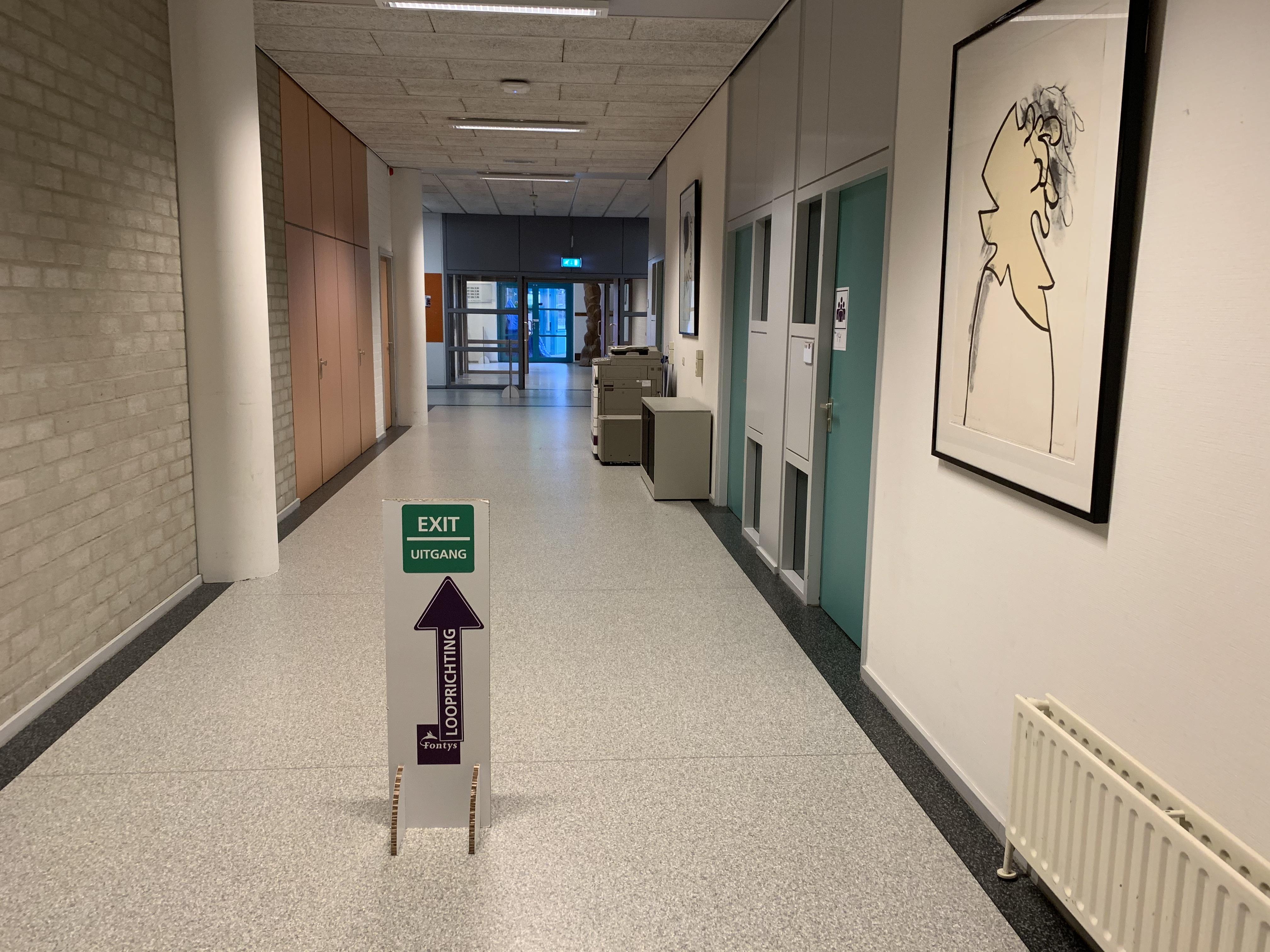 Vanaf morgen zullen de gangen op de campus vooral leeg zijn.