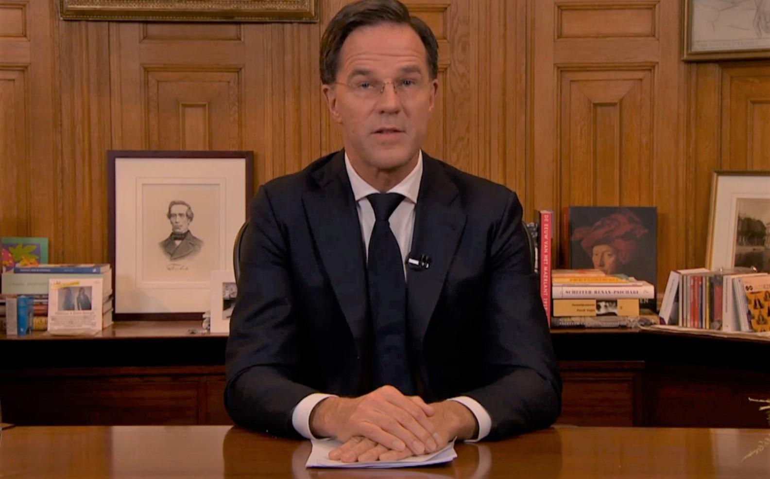 Premier Rutte tijdens zijn toespraak in het Torentje.