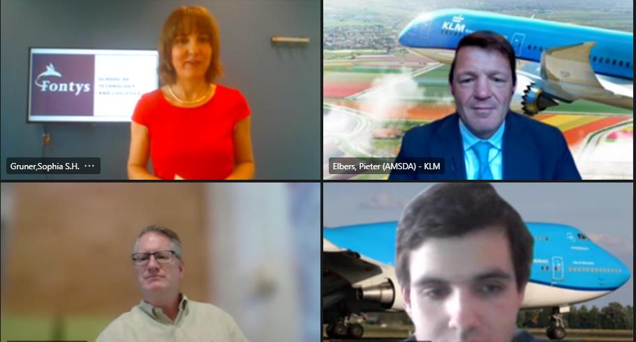 Onder anderen presentator Sophia Gruner en Fontys-student Cas Louwarts (rechtsonder) stelden vragen aan Pieter Elbers (rechtsboven).