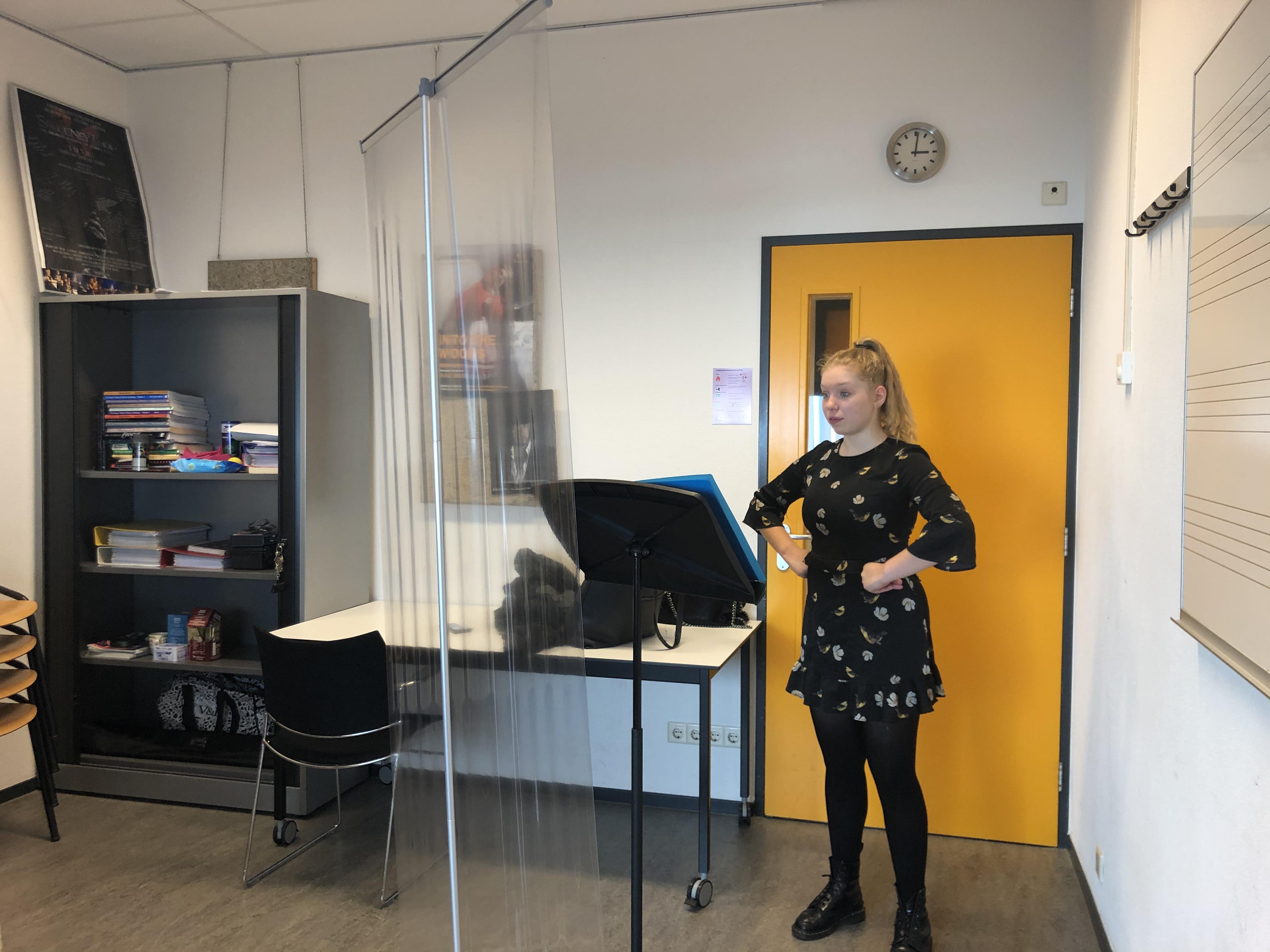 Bij Fontys Hogeschool voor de Kunsten kon nog wel 'coronaproof' zangles worden gegeven.